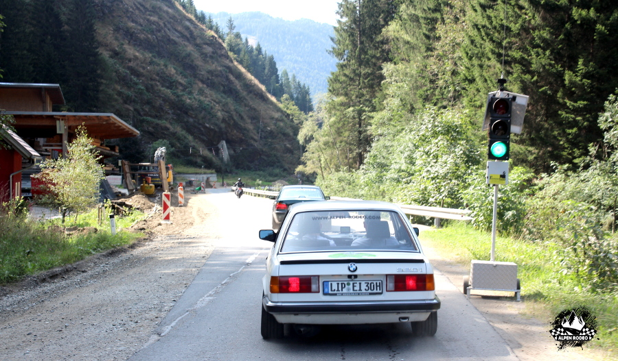 18-alpen-rodeo-youngtimer-oldtimer-adventure-roadtrip-nockalmstrasse-bmw-320i-e30.JPG