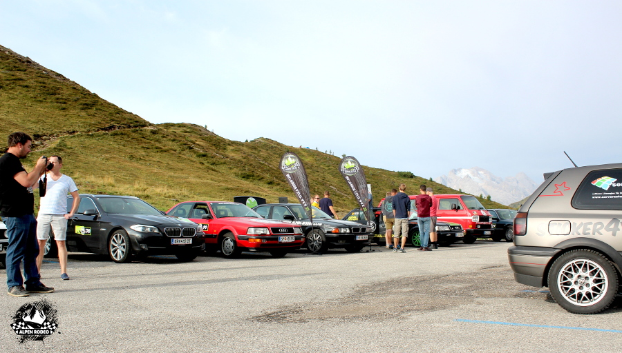 2-alpen-rodeo-youngtimer-oldtimer-adventure-roadtrip-passodigiau-team.JPG