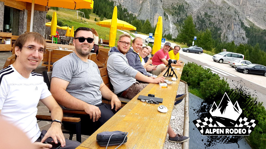 25-alpen-rodeo-youngtimer-oldtimer-adventure-roadtrip-2017-team-crew-good-times.JPG