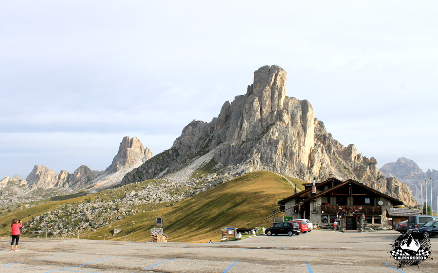 26-alpen-rodeo-youngtimer-oldtimer-adventure-roadtrip-2017-passodigiau-cortina-ampezzo.JPG