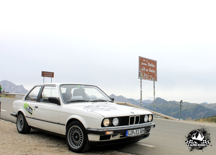 27-alpen-rodeo-youngtimer-oldtimer-adventure-roadtrip-2017-passo-sella-bmw-e30-320i.JPG