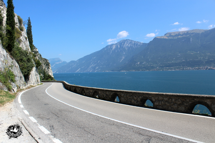19-alpen-rodeo-youngtimer-oldtimer-adventure-roadtrip-2017-lagodigarda-gardesana.JPG