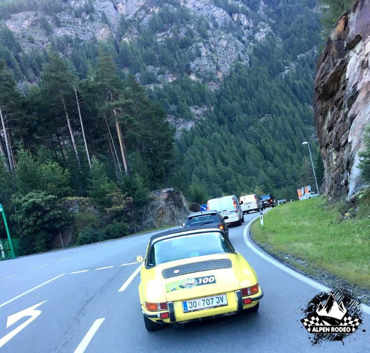 23-alpen-rodeo-youngtimer-oldtimer-adventure-roadtrip-2017-porsche-911-targa.JPG