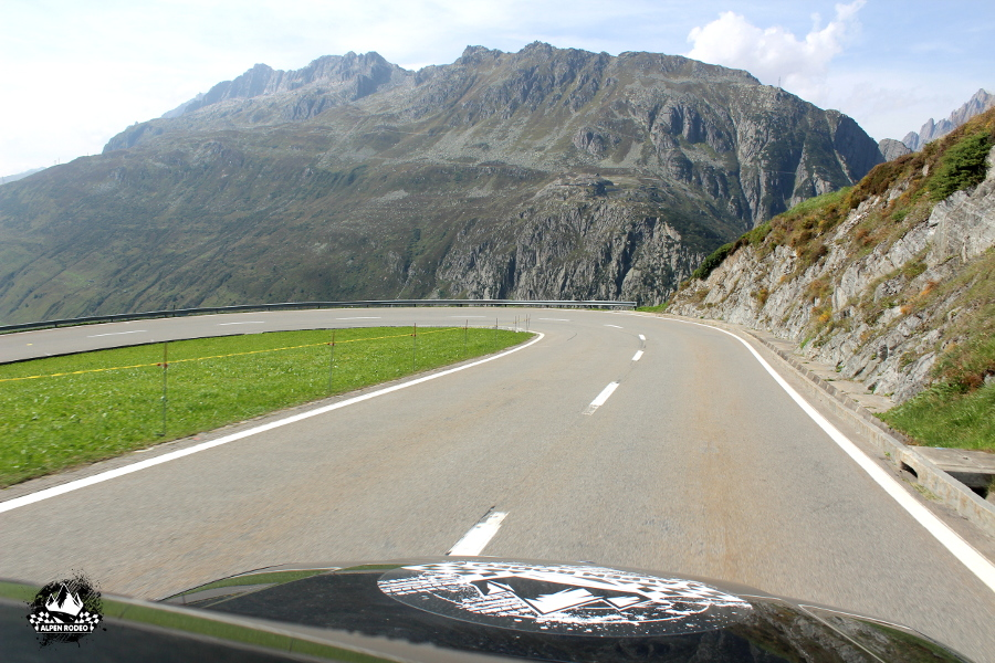 17-alpen-rodeo-youngtimer-oldtimer-adventure-roadtrip-2017-oberalppass-graubuenden-schweiz-switzerland.JPG