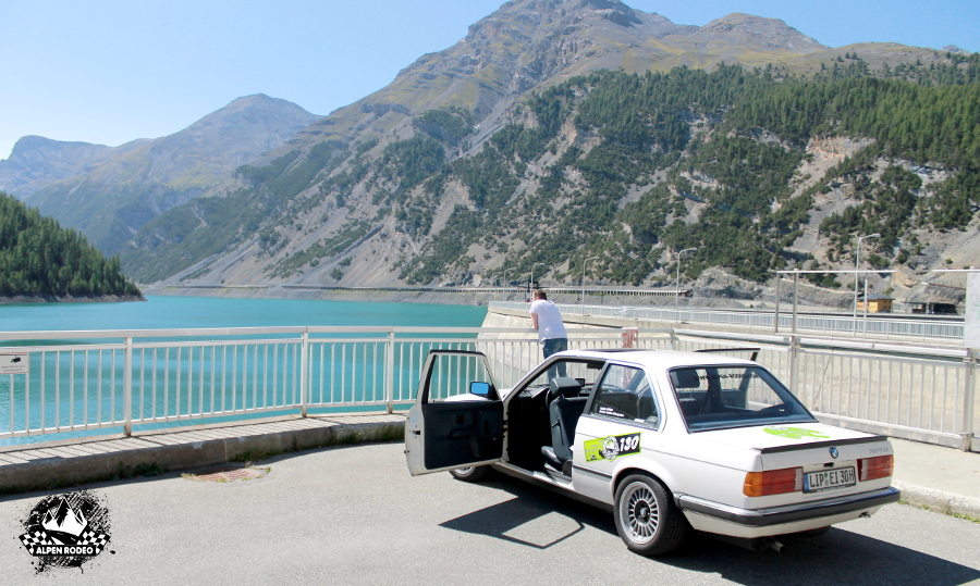 33-alpen-rodeo-youngtimer-oldtimer-adventure-roadtrip-2017-bmw-320i-e30-stausee.JPG