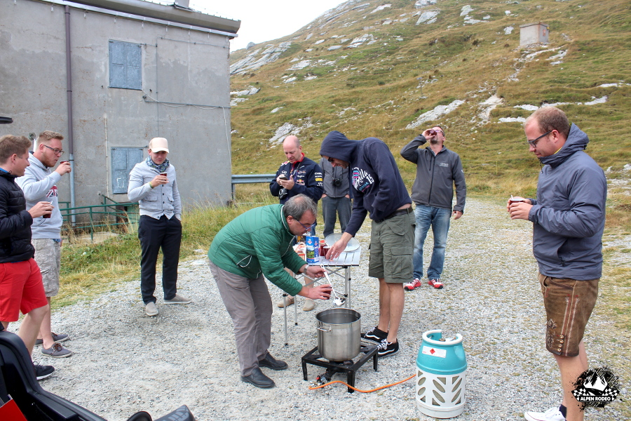 6-alpen-rodeo-youngtimer-oldtimer-adventure-roadtrip-2017-spluegenpass-passospluga.JPG