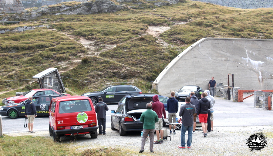 7-alpen-rodeo-youngtimer-oldtimer-adventure-roadtrip-passospluga-spluegenpass-switzerland.JPG