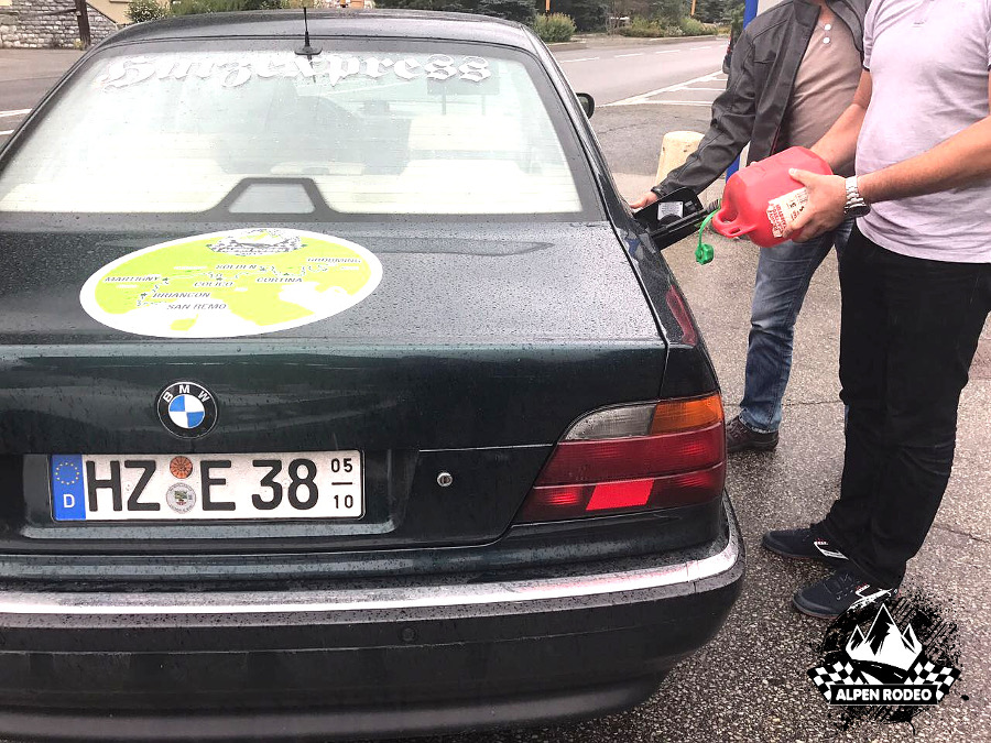 11.1-alpen-rodeo-youngtimer-oldtimer-adventure-roadtrip-2017-coldiseran-bmw-750il-e38.JPG