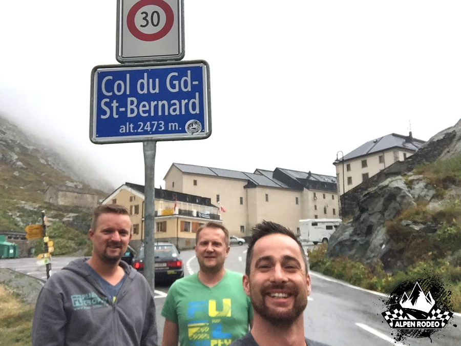 9.1-alpen-rodeo-youngtimer-oldtimer-adventure-roadtrip-2017-colledelgransanbernardo-coldugrandsaintbernard.JPG