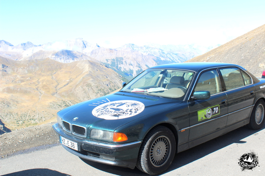 21-alpen-rodeo-youngtimer-oldtimer-adventure-roadtrip-2017-coldelabonnette-bmw-750il-e38.JPG