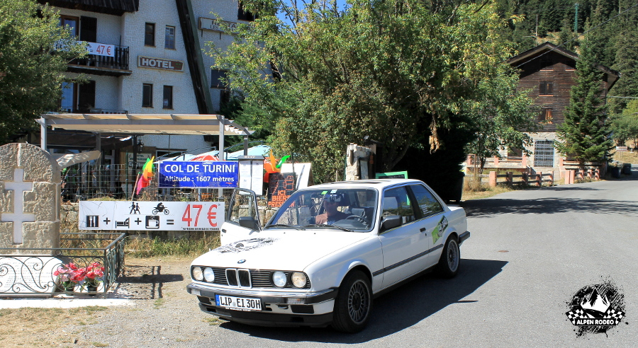 36.4-alpen-rodeo-youngtimer-oldtimer-adventure-roadtrip-2017-coldeturini-bmw-320i-e30.JPG
