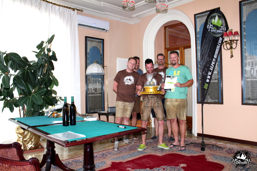 67-alpen-rodeo-youngtimer-oldtimer-adventure-roadtrip-2017-sanremo-team-fueltrophy.JPG